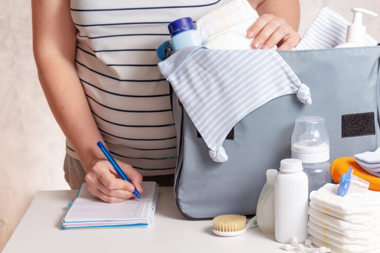 What to pack in the hospital bag and how many diapers should i bring to the hospital